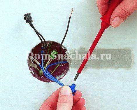 Подключение провода к клеммам