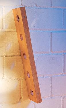 прикрепляем держатель к стене